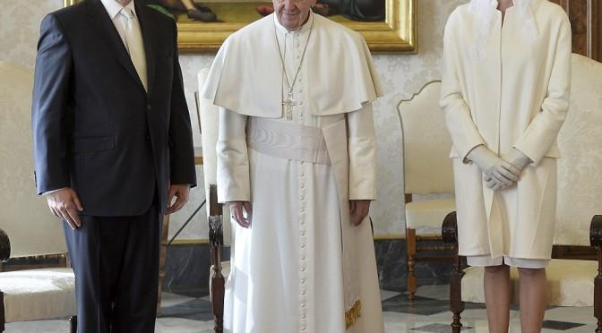 Incontro glamour per Bergoglio, ma pensando ai poveri…