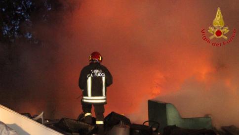 Esplosione squarcia la notte di Roma