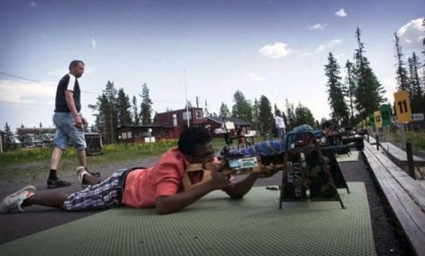Anche corsi da cecchino per i profughi islamici, per eliminarci meglio