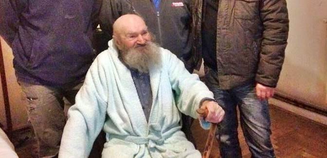 Prefetta a caccia di hotel e case per profughi, anziano per strada (lieto fine)