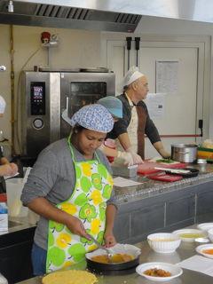 Corsi di cucina, gratis, per donne migranti: a spese dei contribuenti