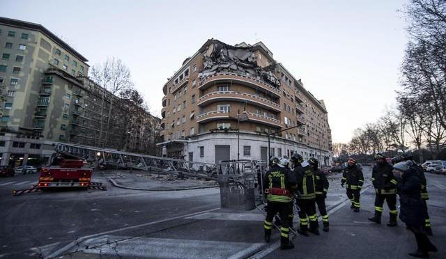 Autocertificazioni: crolla palazzo a Roma