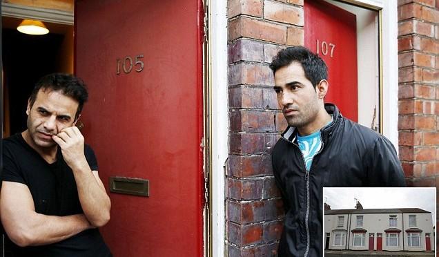 Profughi islamici protestano perché hanno le porte rosse