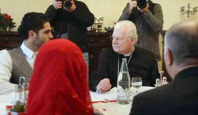 Vescovo Milano manda ragazzi cattolici a scuola di Islam in Moschea abusiva