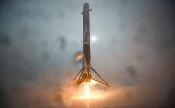 SpaceX: razzo esplode all'atterraggio – VIDEO