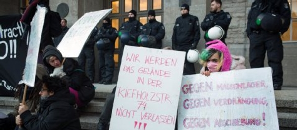 """Centro sociale protesta contro arrivo profughi: """"E noi dove andiamo?"""""""