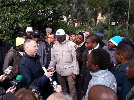 Genova: sindaco 'legalizza' campo nomadi abusivo