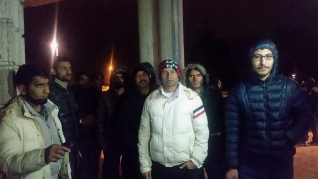 """Profughi pakistani (FOTO) in hotel protestano: """"Trattamento inadeguato"""""""