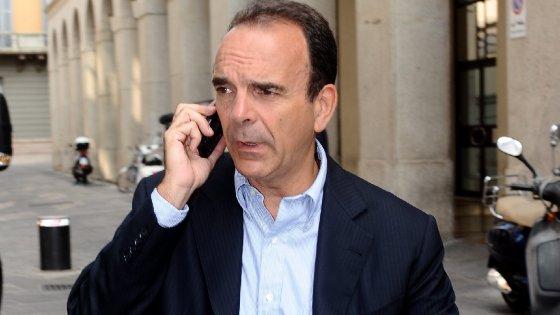 Milano: il candidato Parisi a novanta gradi
