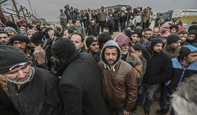 Rientra a casa: siriano la getta nel fiume