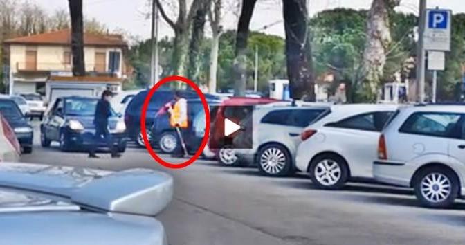 COMUNE ASSUME PROFUGHI, LORO ARROTONDANO TAGLIEGGIANDO MALATI – VIDEO
