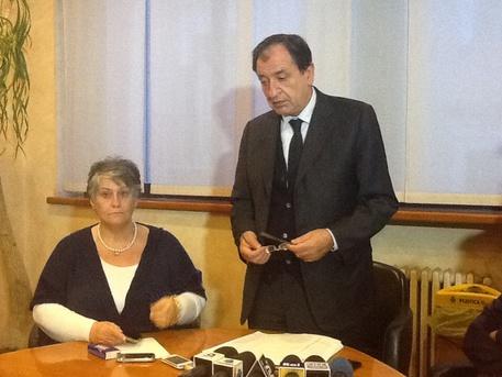 Pagliacciata a Barletta, sindaco (FOTO) regala cittadinanza posticcia a piccoli invasori