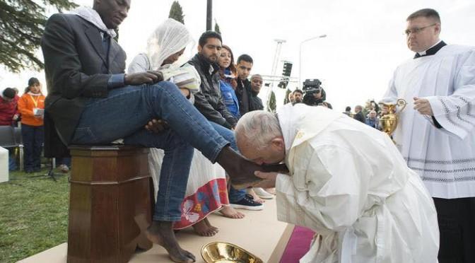 """Bergoglio confessa: """"Traditori sono un cancro che si intrufola tra di noi"""""""
