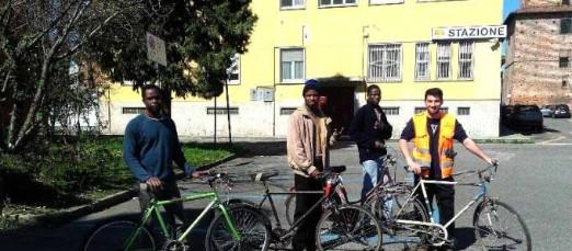 Casalpusterlengo, Comune regala bici ai clandestini