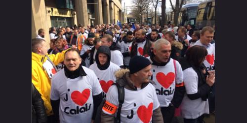 Abitanti di Calais hanno marciato a Parigi contro clandestini