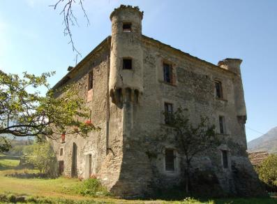 Questo delizioso castello ospita 17 profughi (finti)