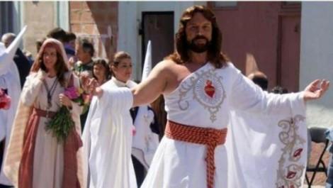 """Bufala LGBT: """"Mi hanno licenziato da figurante Gesù perché gay"""""""