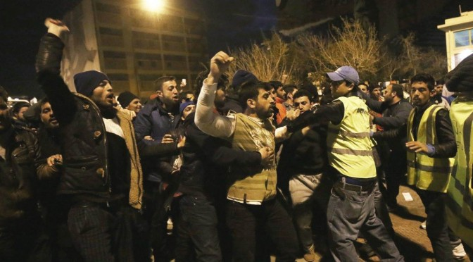 Profughi scatenati: ondata stupri di poliziotte