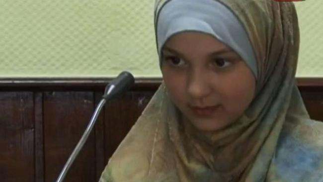 """Ragazzina islamica sgozza agente in stazione: """"L'ho fatto per ISIS"""""""