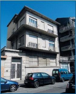 Fassino regala palazzina 2 piani ai Rom: loro terrorizzano quartiere