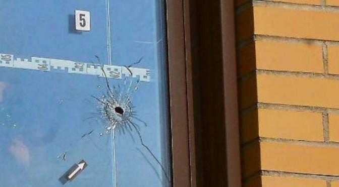 Cecchino spara contro centro profughi con fucile migragliatore