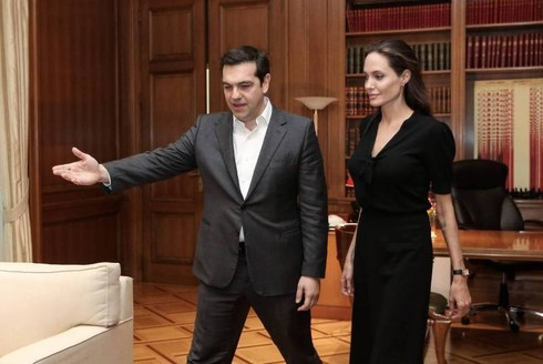 Tsipras incontra Jolie per parlare di profughi, è successo davvero…