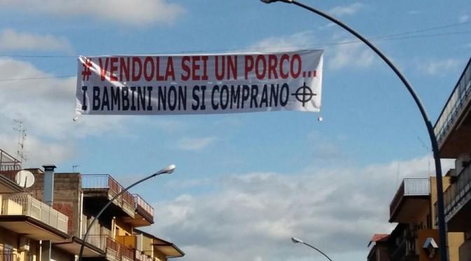 Sdegno in tutta Italia contro Vendola, striscioni e scritte di protesta