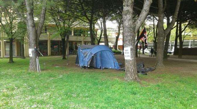 Rimini: campo profughi per italiani sfrattati – FOTO