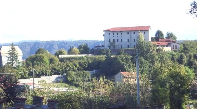 Trenta profughi nel pretigioso castello di Vische: arazzi e sale affrescate