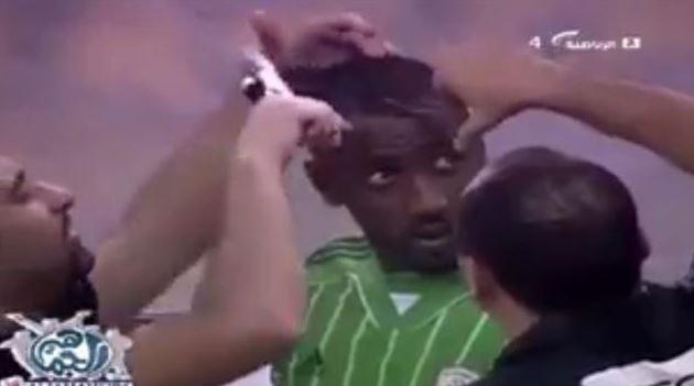 Calciatore ha capelli che offendono Islam: tagliati – VIDEO
