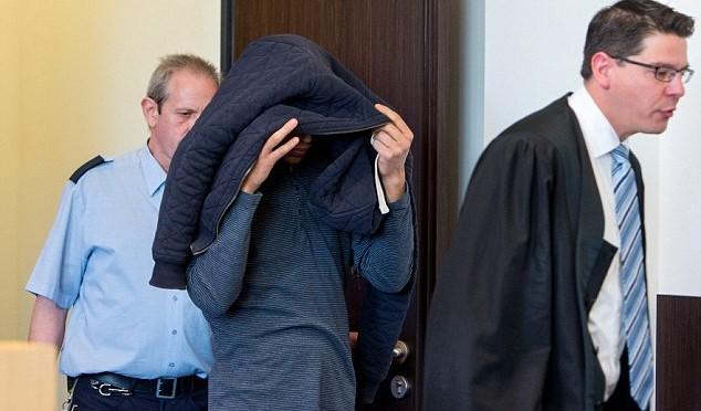 A processo primo stupratore Colonia: si nasconde volto – FOTO