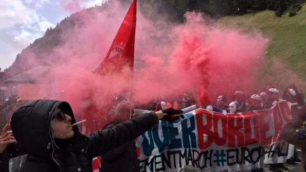 No Borders assaltano agenti al Brennero