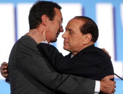 Comiche finali: Fini torna con Berlusconi