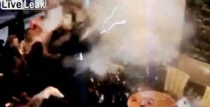 KAMIKAZE ISLAMICO A PARIGI: L'ATTIMO DELL'ESPLOSIONE – VIDEO CHOC