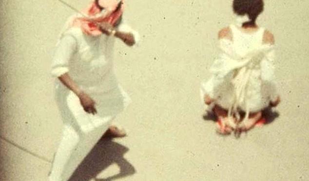 Islam: moglie cammina davanti al marito, scatta divorzio