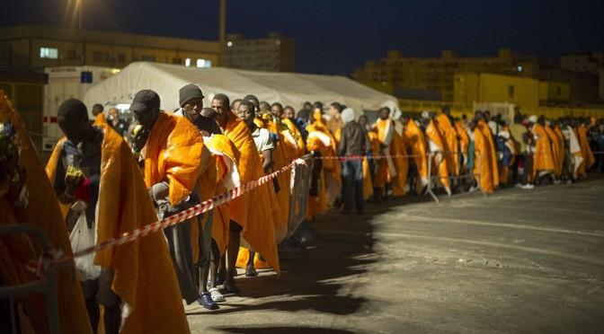 """Dopo lo sbarco di 898 Africani, Leoluca Orlando si accorge che """"iniziano ad essere tantini"""""""