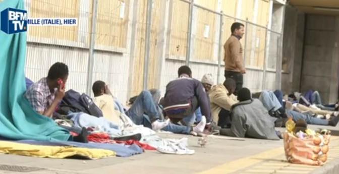 Clandestini tornano ad infestare Ventimiglia: immagini fanno il giro del mondo – VIDEO