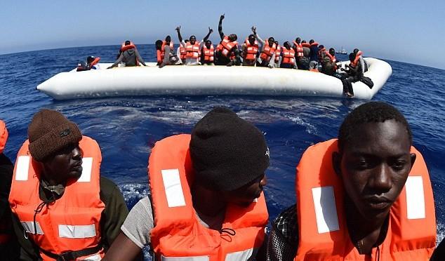 """Catania, Procura: """"Prove contatti tra scafisti e navi umanitarie, si telefonano e prendono appuntamento"""""""