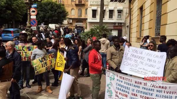 """Coop arruolano profughi in proteste: """"Dateci i soldi"""""""