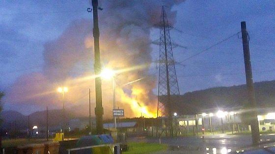 Devastante incendio in un'azienda chimica: ustionati sei soccorritori