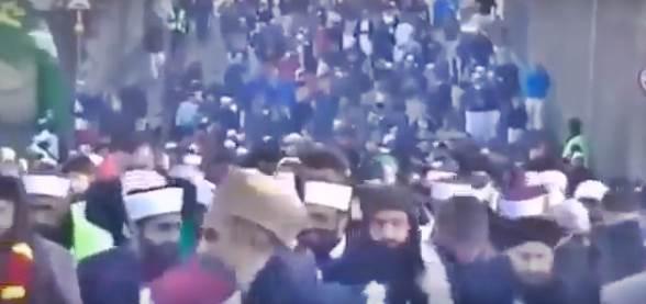 Migliaia di islamici in marcia: immagini scioccanti – VIDEO