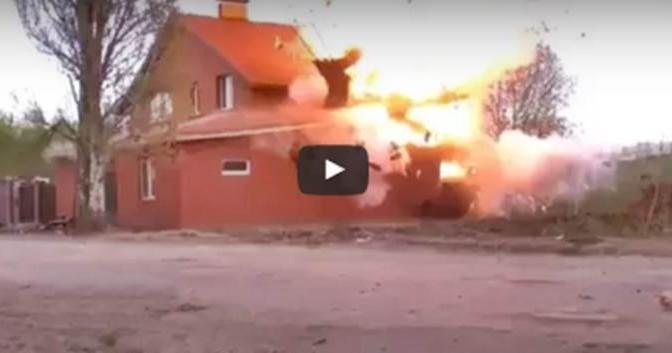 Russia: militari fanno esplodere moschea – VIDEO