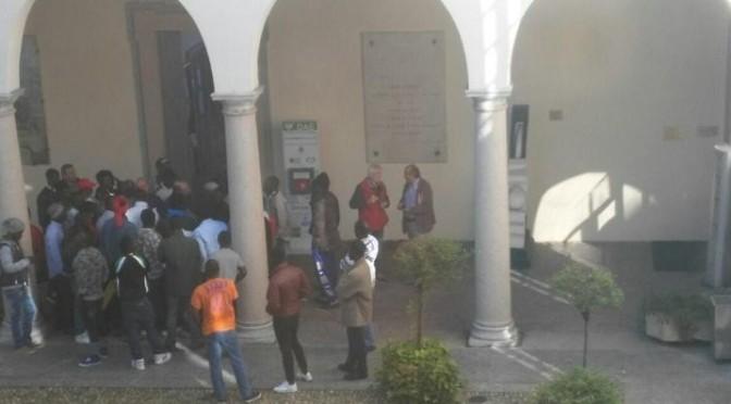 """Profughi invadono municipio, sindaco PD: """"Sono stati pacifici"""""""