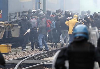 Violenti senzaconfini esigono liberazione colleghi arrestati