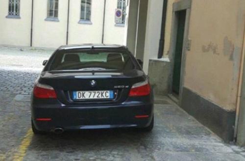 Sindaco PD parcheggia in posto disabili: è lo stesso che fa avvocato dei profughi