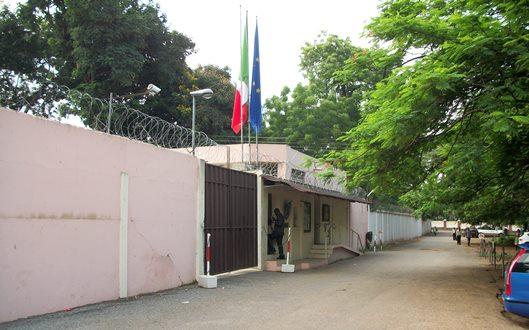 Ghanese tenta di farsi saltare in aria davanti ambasciata italiana