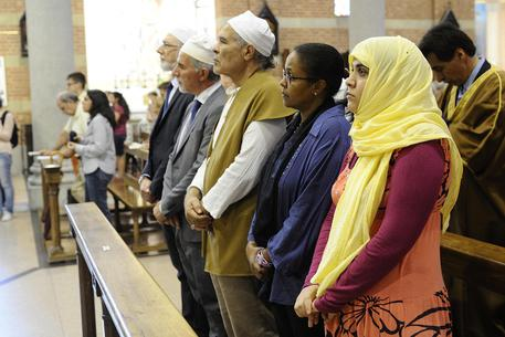 ROUEN: CHIESA PROFANATA DA 100 ISLAMICI, PRETI MASOCHISTI