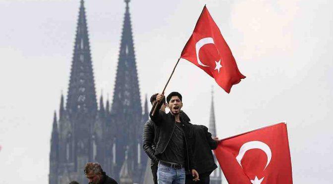 Erdogan vince, festeggiamenti immigrati in tutta Europa – VIDEO