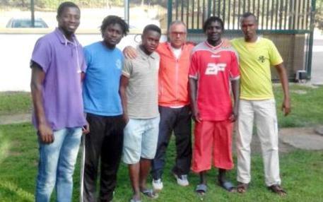 Dopo 2 anni in hotel, i profughi trovano lavoro come calciatori