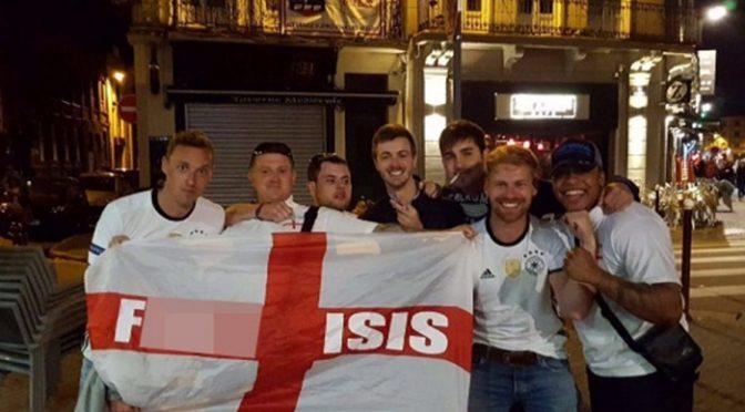 """Tifosi indagati per bandiera anti-ISIS: """"Offende Islamici"""""""